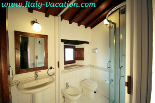 Italy vacation La Mucchia - Casa Vacanza & Art Galleryuse  Agriturismo Farm Vacation House & Motorhome , Az. IL Querciollo , Toscana , garda , Napoli Amalfi, Tuscany & Umbria
