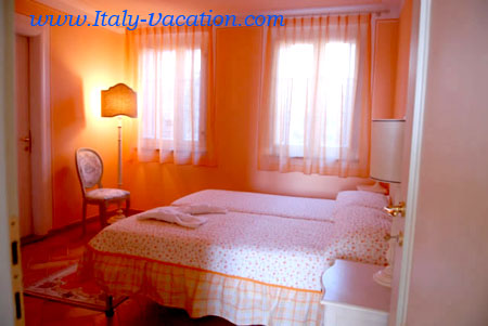 Luca-Benedeti Farm . Vacation Farm House near Luca .  Italy vacation Agriturismo Farm Vacation House & Motorhome , Toscana ,  Tuscany & Umbria