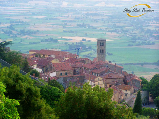 Cortona is amazing visit there on during the day and also at night